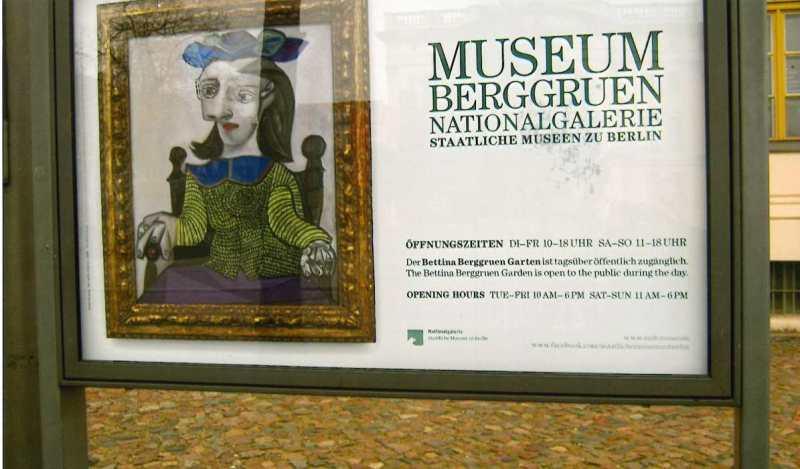 Sammlungen über Moderne Kunst, Surrealismus Und Jugendstil Am Schloß  Charlottenburg.